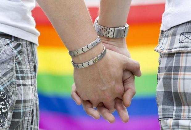 Omosessualità: come parlarne con un adolescente. Gli esperti rispondono